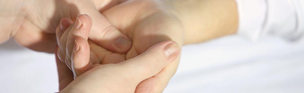 Handtherapie – bei degenerativen Erkrankungen, rheumatischen Beschwerden oder nach chirurgischen Eingriffen.